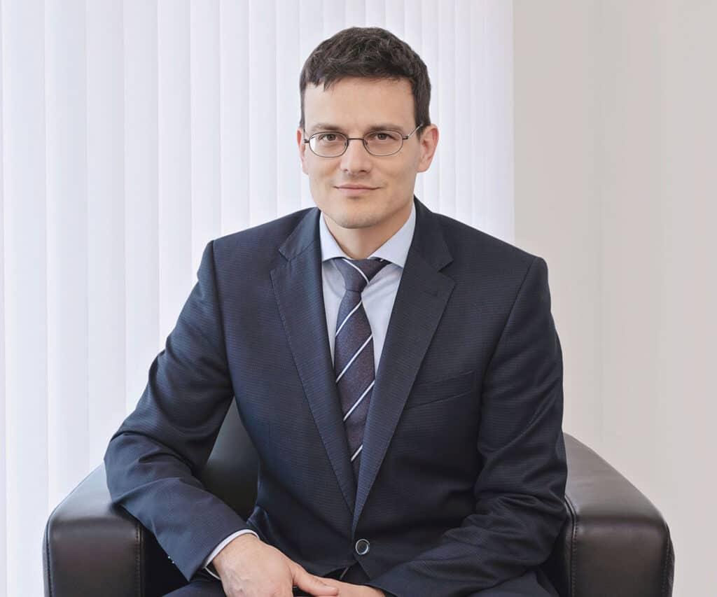Lukas Knecht Notar Konsulent
